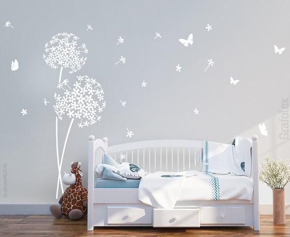 graue Schlafzimmerwand und schwarzes Pusteblume Wandtattoo