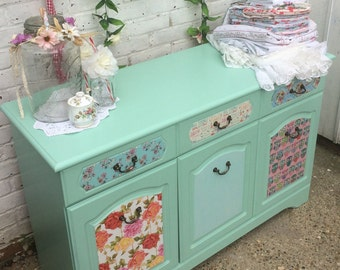 Shabby chic Sideboard à la Pinterest, in chalk paint and decoupage.