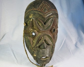 African tribal art mask- PERE-DR CONGO