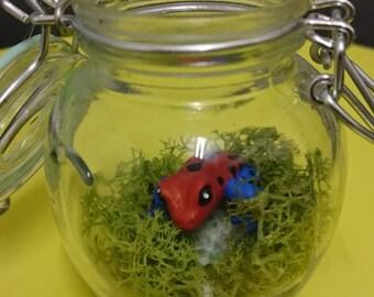 Critterz in Bottlez: dart frog on tsavorite OOAK