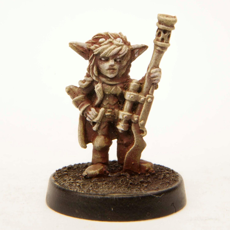 Female Gnome: Gnome Long Gunner Female Miniature Unpainted