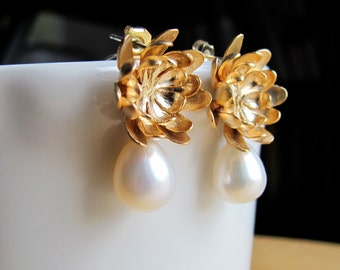 Golden Dahlia Pearl Earrings