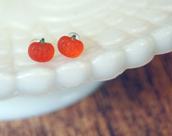 tiny pumpkin vintage glass post earrings- halloween - jackolantern