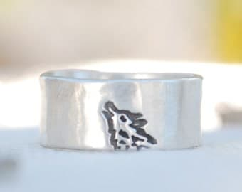 HOWLING WOLF unisex ring, Illustration by BOYGIRLPARTY, eco-friendly sterling silver.  Handcrafted by artisan Chocolate and Steel