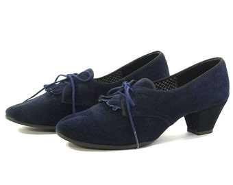 Navy Blue Oxford Pumps / Vintage 1970s Tie Shoes with Fringe Toes / Women's Size 7