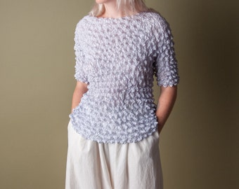 blind chance micropleat popcorn top / simple crinkled top / minimalist top / s / 842t