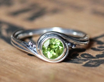 Peridot ring silver, august birthstone ring, unique alternative engagement ring, swirl ring, recycled sterling silver , pirouette, custom