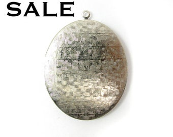 Huge Rhodium Plated Cross Hatched Textured Oval Locket (1X) (L532) SALE - 25% off