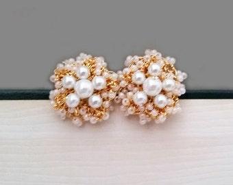 Gold Flower Stud Pearl Earrings White Pearl Bridal Studs Blush Bridesmaid Jewelry Light Silk Cream Ivory Bride Earrings Vintage Glam Sukran