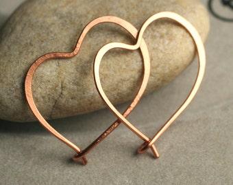 Handmade hammered heart copper hoop 28x20mm, one pair (item ID LEC36G18)