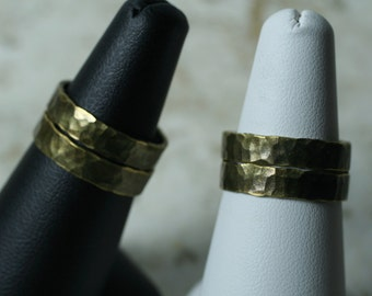 Hand hammered textured antique brass band ring, one piece (item ID ABN)