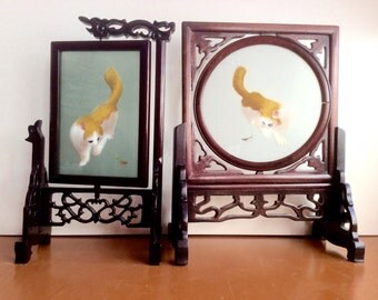 Framed Embroidery, Suzhou Chinese Embroidered Silk Cats, Praying Mantis, Double Sided Standing Wood Swivel Frame Stands. Chinoiserie Decor.