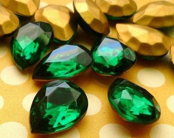Vintage 18x13mm Emerald Pear Rhinestone Glass Jewels (28-6F-2)