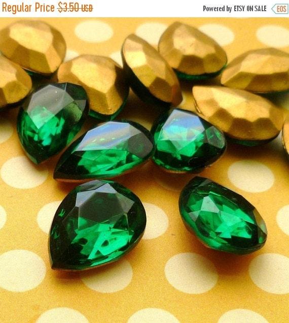 Two Czech Vintage 18x13mm Emerald Pear Rhinestone Glass Jewels (28-6F-2)