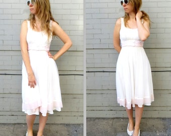 70's Summer Dress // 1970's Simple Wedding Dress // White and Pale Pink // Strapless // Soft and Elegant // Women's Medium // Lace