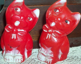 Adorable Red and White Plastic Cat Salt and Pepper Shakers