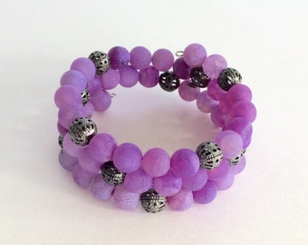 Frosted light purple agate bead memory wire bracelet - filigree beads