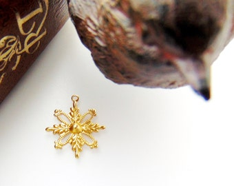 BRASS 10 - Small Filigree Snowflake Brass Charms Stampings - Jewelry Findings (FB-6091) #