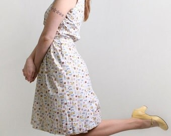 ON SALE 1950s Novelty Dress - White Print Lampl Summer Picnic Dress - Small to Medium