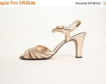 ON SALE Vintage 1970s Gold Disco Heels - Glitter Metallic Holiday Heels - Size 7 B