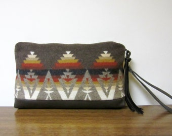 Wrist Bag Clutch Purse Blanket Weight Wool from Pendleton Oregon Brown Leather Removable Strap