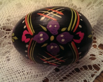 Pysanky Decorated Easter Egg Black Pink Violet