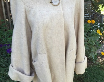 Vintage 1960s Era Austelle Eclusive Creamy White Wool Coat with Cuff Sleeves