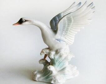Swan Figurine. Beautiful vintage Mid-century Ceramic Bird, made in Japan.