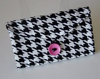 Jewelry Organizer, Travel Jewelry Wallet, Clear Pocket Organizer, Black & White Houndstooth Fabric, Jewelry Storage, Pink Button