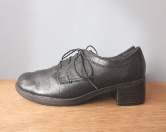 vintage black oxfords 8.5 / chunky heel lace up womens shoes / 90s minimalist shoes