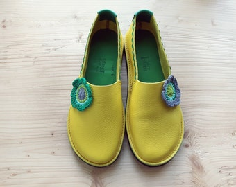 Sale. UK 6.5 - 7, Handmade Womens Leather flower Shoes, RIC RAC 3082 Daffodil, crochet flower, emerald