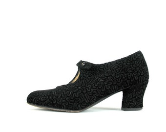 Vintage 90s does 20s Shoes 4-1/2 Laure Bassal Mary Janes in a black faux curly lamb