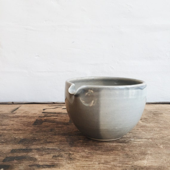 Pouring Bowl in Gray Blue