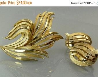 Vintage Crown Trifari Gold Leaf Brooch & Earrings Demi