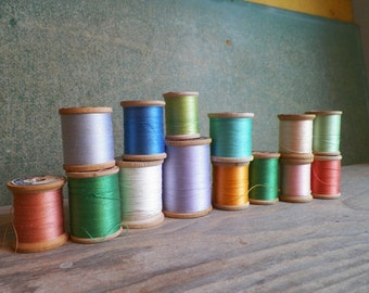Vintage - Wooden Spools of Thread - Group of 14