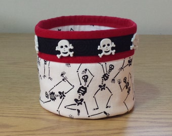 Quilted Fabric Bowl - Skeltons and Skulls (HQB16)