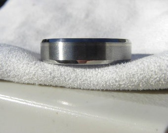 Titanium Wedding Band, Offset Pinstripe White Gold Inlay Ring