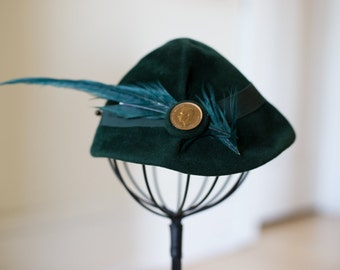 Vintage 1950s Green Gilbert Orcel (Paris) Peter Pan Hat for Gimbel Brothers (22) with Feather Quill
