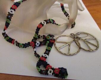 Groovy necklace plus peace