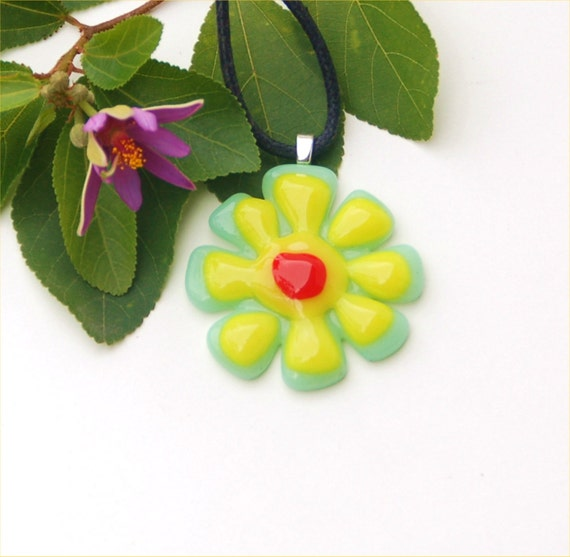 Fused glass pendant, yellow/green flower