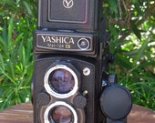 Vintage Film Tested Yashica Mat-124G Twin Lens Reflex Camera with Box, Case and Lens Cap for 120 Film