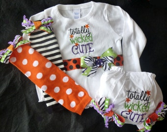 Wicked Halloween Set - Bodysuit, leg warmers and bloomers with bows