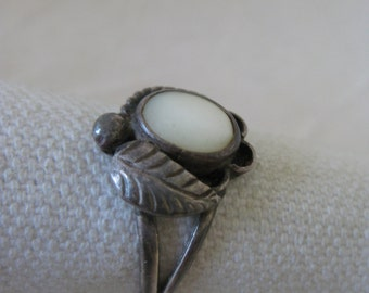 Mother of Pearl Flower Sterling Ring Silver 7 925 Southwest Native American Indian MOP