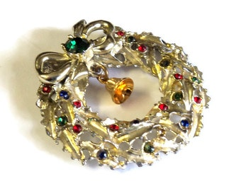"Gold Rhinestone Christmas Wreath Magnet, Upcycled Vintage Brooch, 1 3/4"", Handmade Magnet, Home Decor, Kitchen Decor"