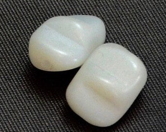Vintage Opaque White Beads Rectangular Notched Twist (2)