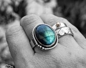 Sterling silver and Labradorite Rustic bohemian ring - Free Flowing -