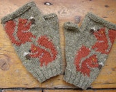 Red Squirrels hand-knitted beige fleck wool fingerless mitts/gloves