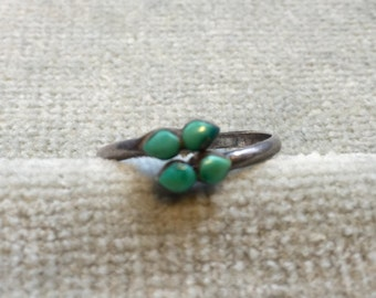Vintage Turquoise and Silver Ring / Native American / Size 7.5 but adjustable