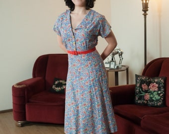 Vintage 1940s Dress - Darling WWII Era Floral Cotton 40s Day Dress in Paisley Floral