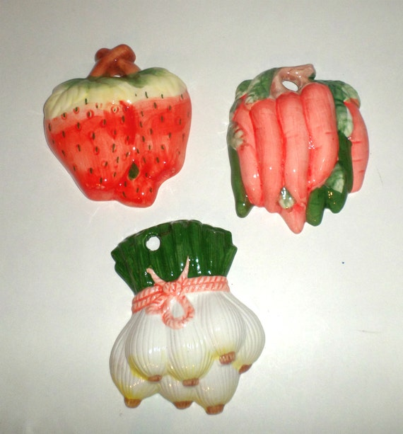 Vintage Fruit Wall Decor : Vintage vegetable fruit wall hangings onion strawberry